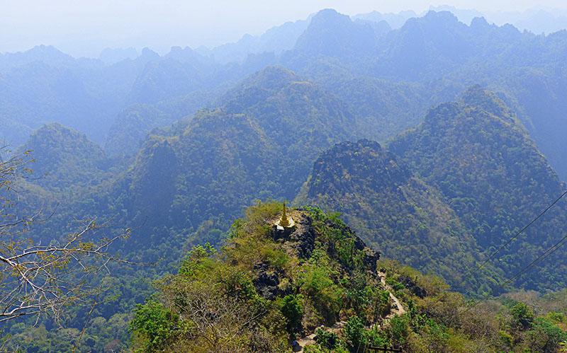 zona montañosa con pagodas por todas partes