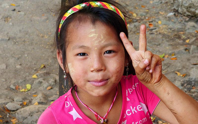 niña birmana